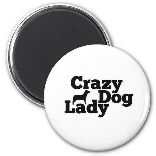 Señora loca del perro imán redondo 5 cm