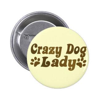 Señora loca del perro pin redondo 5 cm