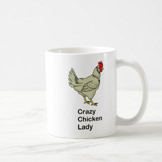 Señora loca del pollo taza básica blanca