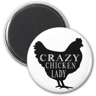 Señora loca linda del pollo imán de frigorifico