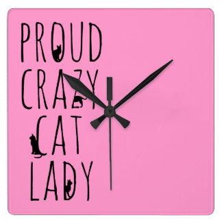 Señora loca orgullosa del gato relojes de pared