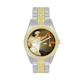 Señora majestuosa Justice en diseño del vitral Reloj
