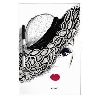 señora negra del gorra del modelo pizarras blancas