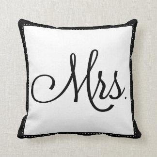 """""""Señora negra y blanca"""" almohada, personalizada en"""
