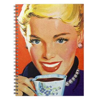 Señora organizada planificador del café del día libro de apuntes