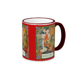 Señora oriental en casa taza de dos colores