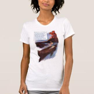 Señora Paddling Canoe Down Waterway Camisetas