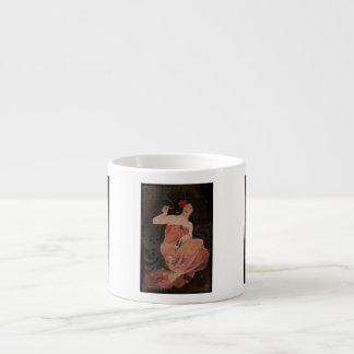Señora parisiense en negro taza de espresso