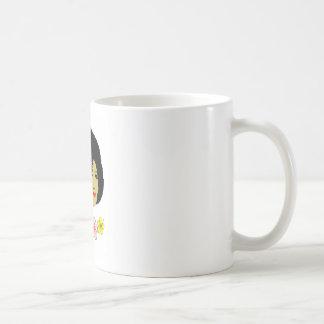 Señora preciosa taza de café