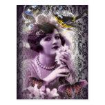 señora púrpura elegante del vintage de París de la Tarjeta Postal
