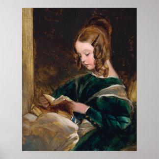 Señora Raquel Russell que lee un libro Póster