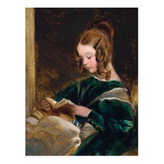 Señora Raquel Russell que lee un libro Tarjetas Postales