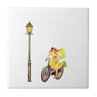 señora Riding Bike de los años 20 Tejas Ceramicas