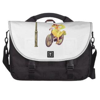 señora Riding Bike de los años 20 Bolsas De Ordenador