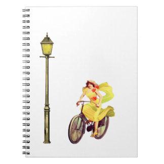 señora Riding Bike de los años 20 Libros De Apuntes Con Espiral