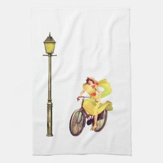 señora Riding Bike de los años 20 Toalla De Mano