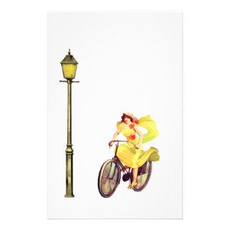 señora Riding Bike de los años 20 Papeleria