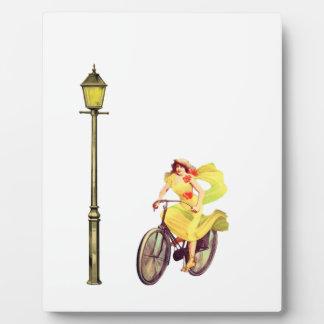 señora Riding Bike de los años 20 Placas Con Foto