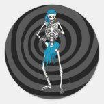 Señora Skeleton Singer Pegatina Redonda