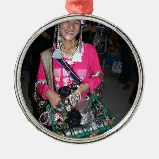 Señora tailandesa Selling Stuff Adorno Navideño Redondo De Metal