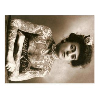 Señora tatuada con el circo del vintage de la post