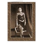 Señora tatuada en las tarjetas, postales