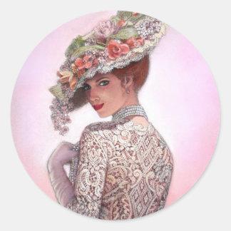 "Señora tímida ""Betty Lu "" del Victorian Pegatina Redonda"