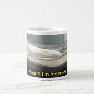 ¿señora una, qué!? Soy inocente Taza Básica Blanca