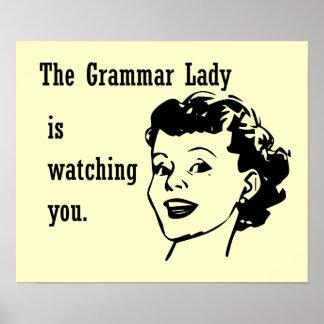 Señora Watching Postcards de la gramática Póster