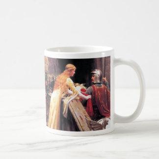 Señora y caballero medievales taza clásica