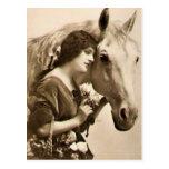 Señora y caballo postal
