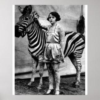 Señora y cebra tatuadas del circo impresiones