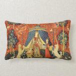 Señora y el arte medieval de la tapicería del cojines