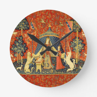 Señora y el arte medieval de la tapicería del reloj redondo mediano
