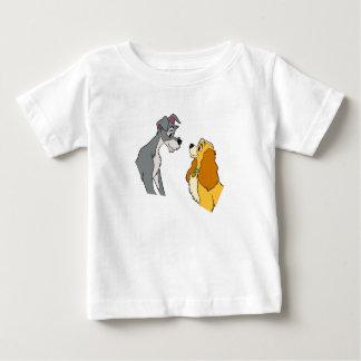 Señora y la señora y el vagabundo del vagabundo en playera de bebé