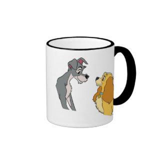 Señora y la señora y el vagabundo del vagabundo en taza de dos colores