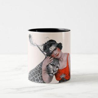 Señora y leopardo taza