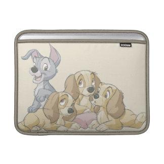 Señora y los perritos del vagabundo fundas MacBook