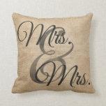Señora y señora Burlap Wedding Personalized Almohada