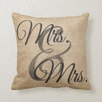 Señora y señora Burlap Wedding Personalized Cojín