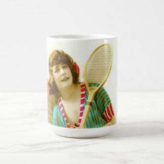 Señora y tenis tazas