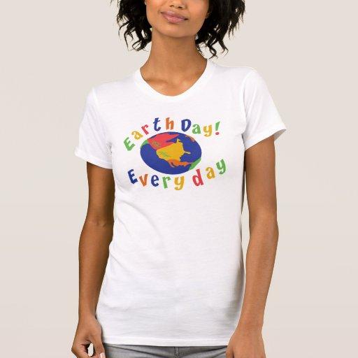 Señoras diarias del Día de la Tierra Camisetas