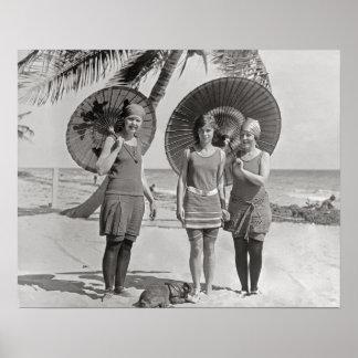 Señoras en la playa, 1920. Foto del vintage Póster