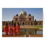 Señoras indias jovenes y la tumba de Humayun, Delh Felicitación