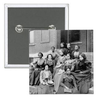 Señoras jovenes en Fisk, 1890s Pin Cuadrada 5 Cm