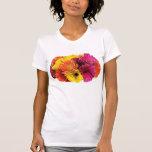 Señoras mezcladas de los colores de las margaritas camiseta