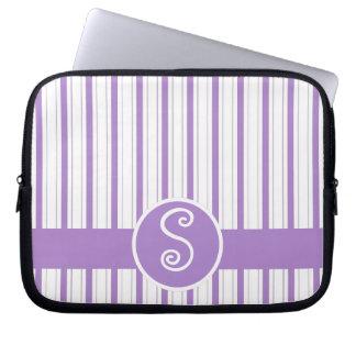 Señoras personalizadas monograma rayado púrpura funda computadora