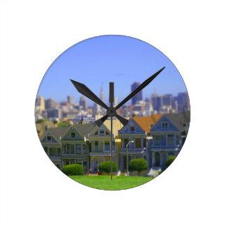 Señoras pintadas en San Francisco (inclinación y c Reloj Redondo Mediano