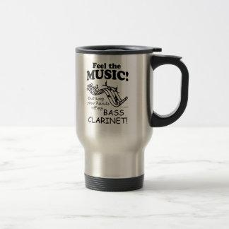 Sensación del clarinete bajo la música taza de café