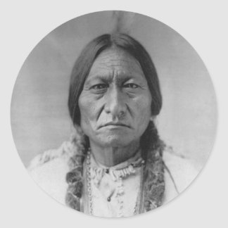 Sentada americana Bull del jefe indio de Lakota Etiquetas Redondas